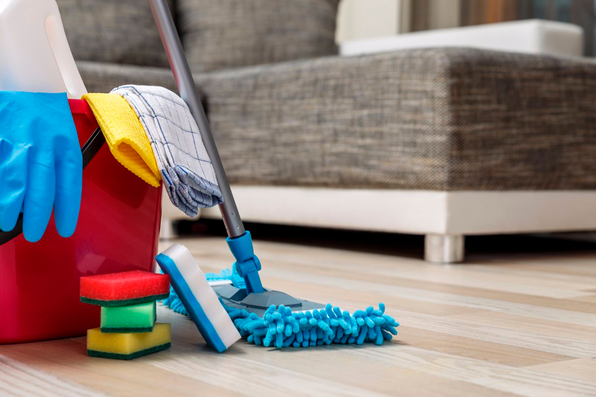 house cleaning services with cleaning supplies